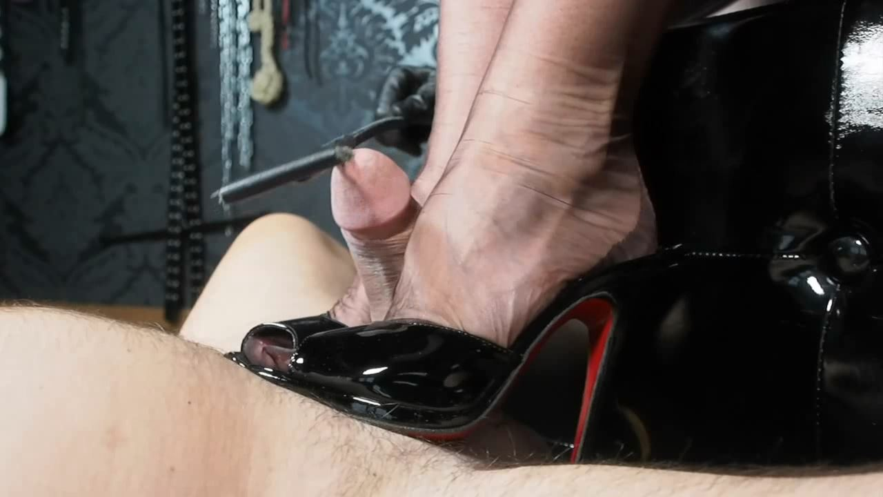 Lady Victoria Valente In Scene: Close up: Tease & denial Shoejob - LADYVICTORIAVALENTE / REAL GERMAN MISTRESS - HD/720p/MP4