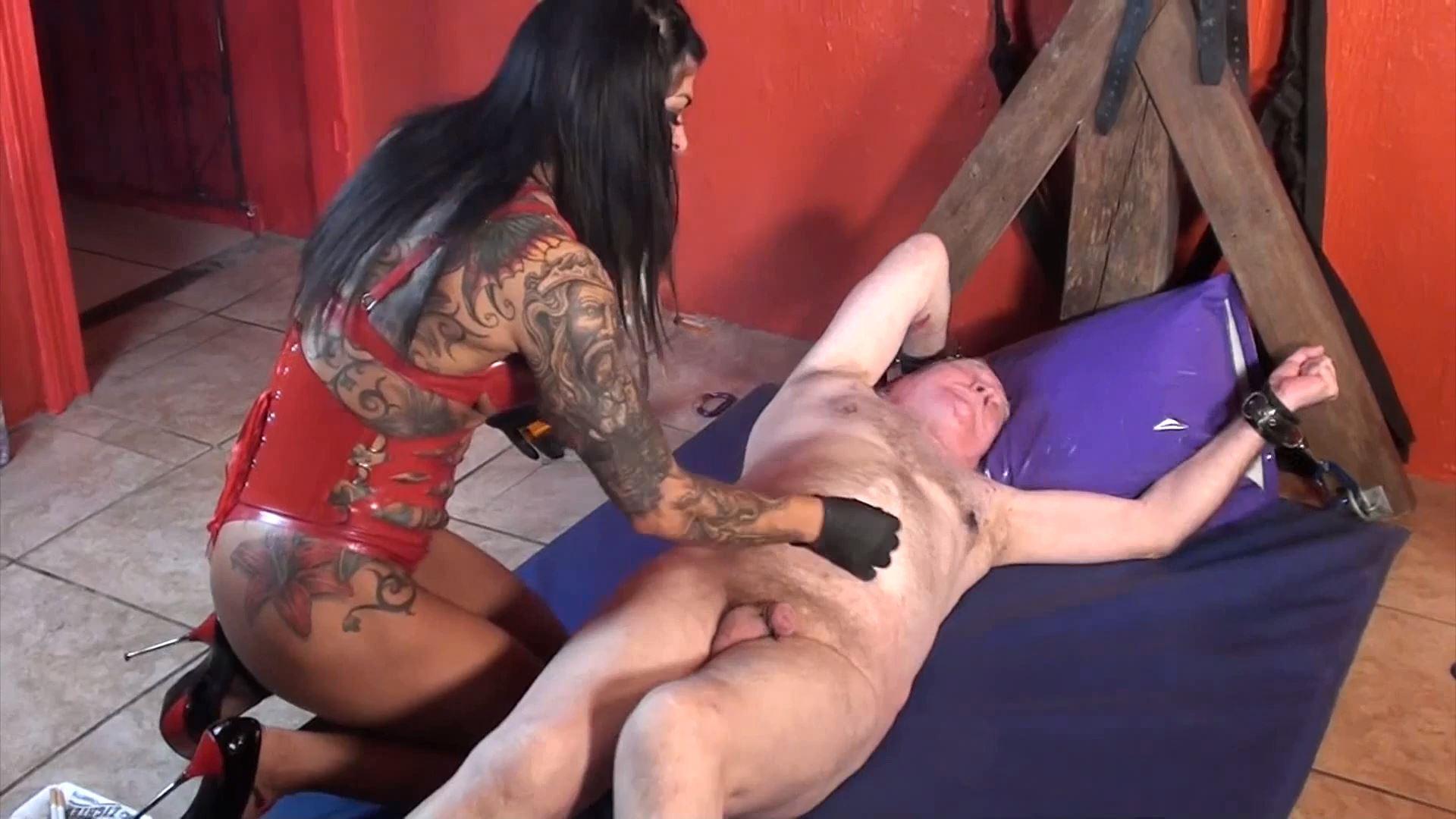 Mistress Dometria In Scene: Burning Man - MISTRESS DOMETRIA BDSM CLIPS / BRIGHTONDUNGEON - FULL HD/1080p/MP4