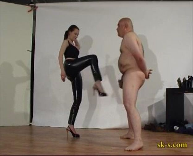 Parcticing Balls Kicking - SPIKEYSTEP VIDEO PRODUCTIONS - LQ/336p/MP4