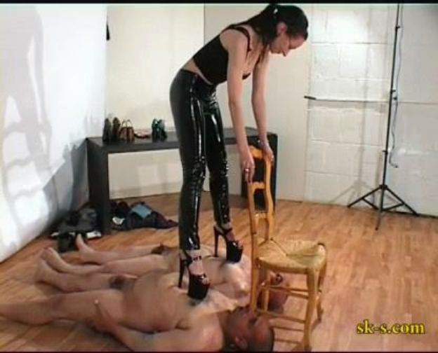 Trampling And Licking - SPIKEYSTEP VIDEO PRODUCTIONS - LQ/336p/MP4