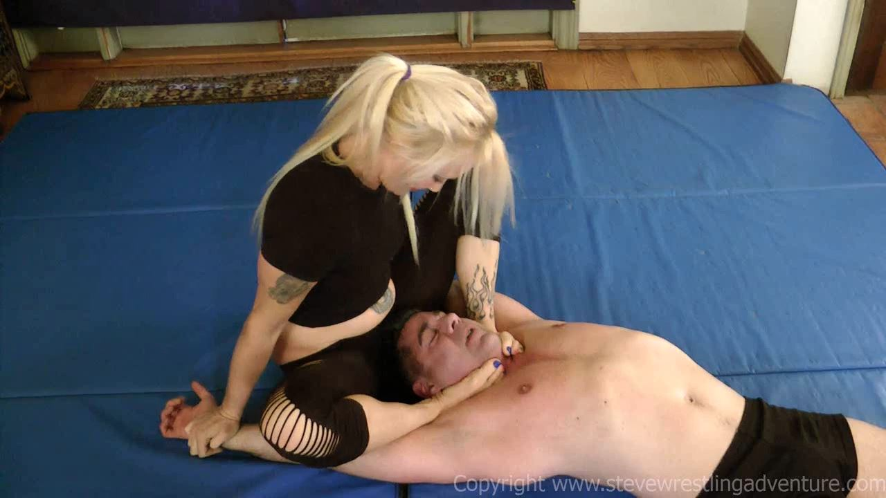 Under Liz's Feet - STEVEWRESTLINGADVENTURES - HD/720p/MP4