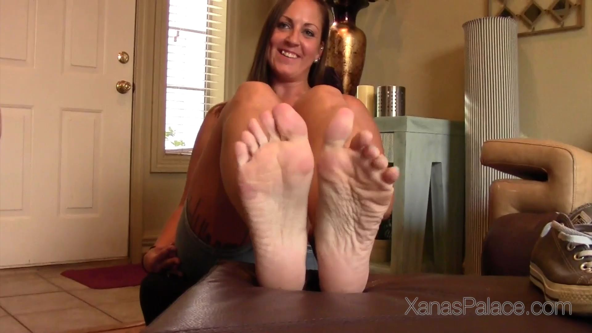 Julia In Scene: Julia Removes Her Sweaty Chucks - XANASPALACE - FULL HD/1080p/MP4