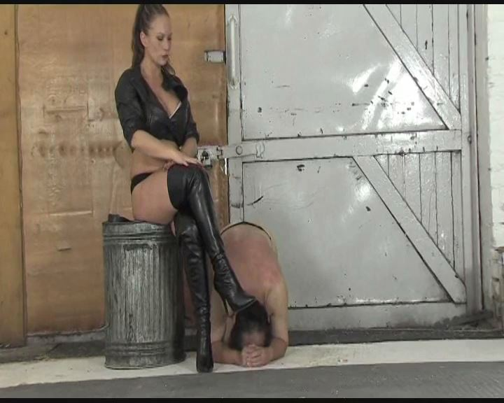 Mistress Ashleigh Embers In Scene: Leather Domina Part 1 - THEBRITISHINSTITUTION - SD/576p/MP4