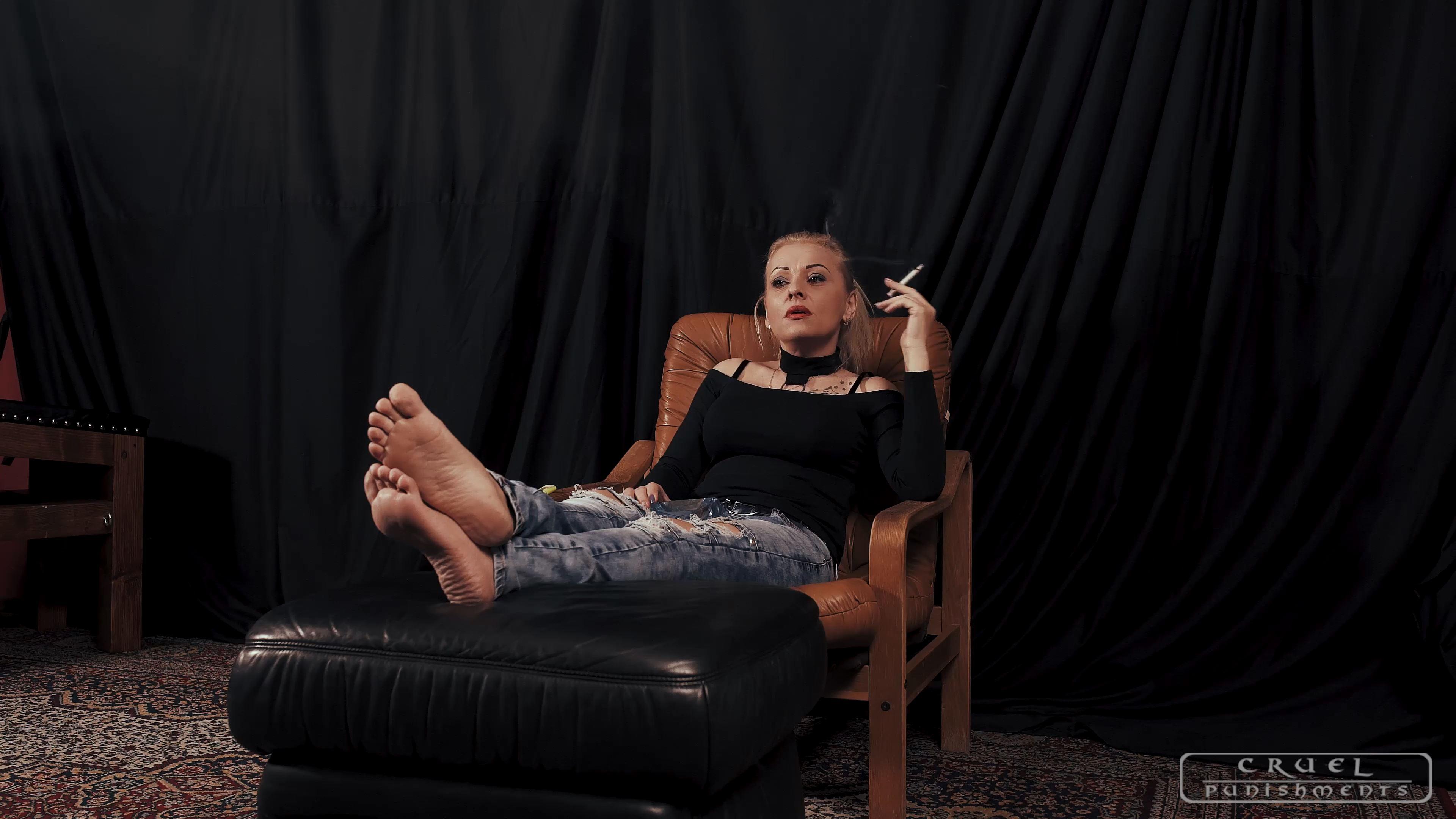 Lady Gwen In Scene: A nice cigarette - CRUEL PUNISHMENTS - SEVERE FEMDOM - FULL HD/2160p/MP4