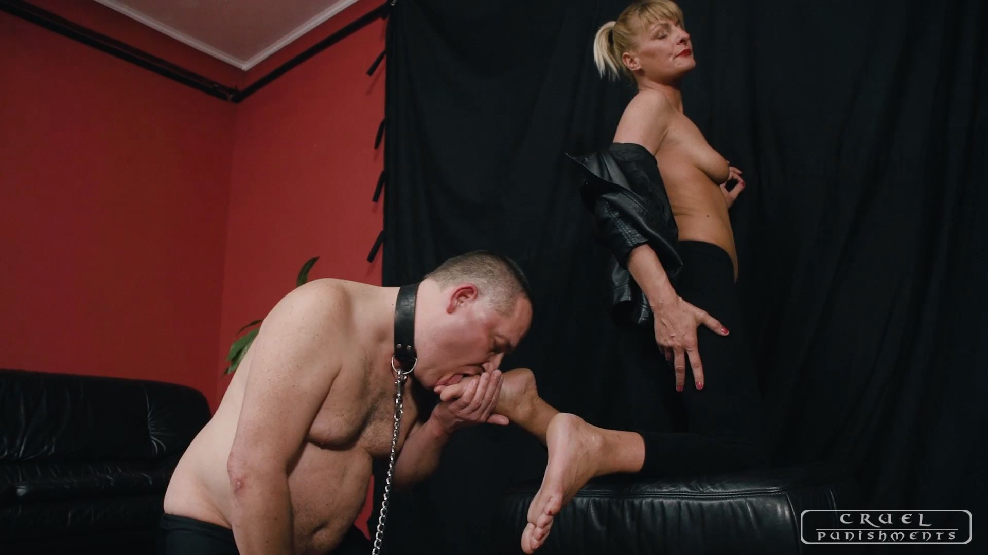 Mistress Bonnie In Scene: All the toes in his mouth - CRUEL PUNISHMENTS - SEVERE FEMDOM - FULL HD/1080p/MP4