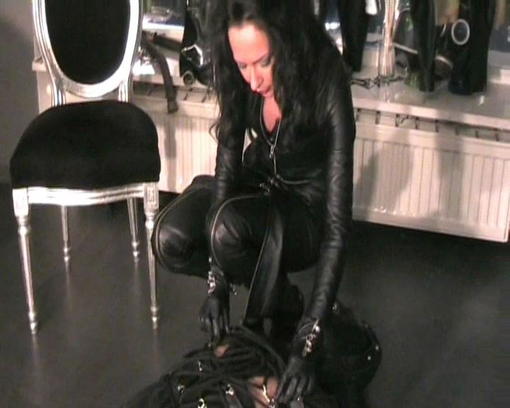 Fetish Diva Nadja In Scene: Hung and forced duck in the leather bag Part 1 - FETISH-DIVA-NADJA - SD/576p/MP4