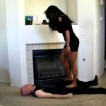Beautiful model Tia tramples for the first time – HEADUNDERHEELS – SD/540p/MP4