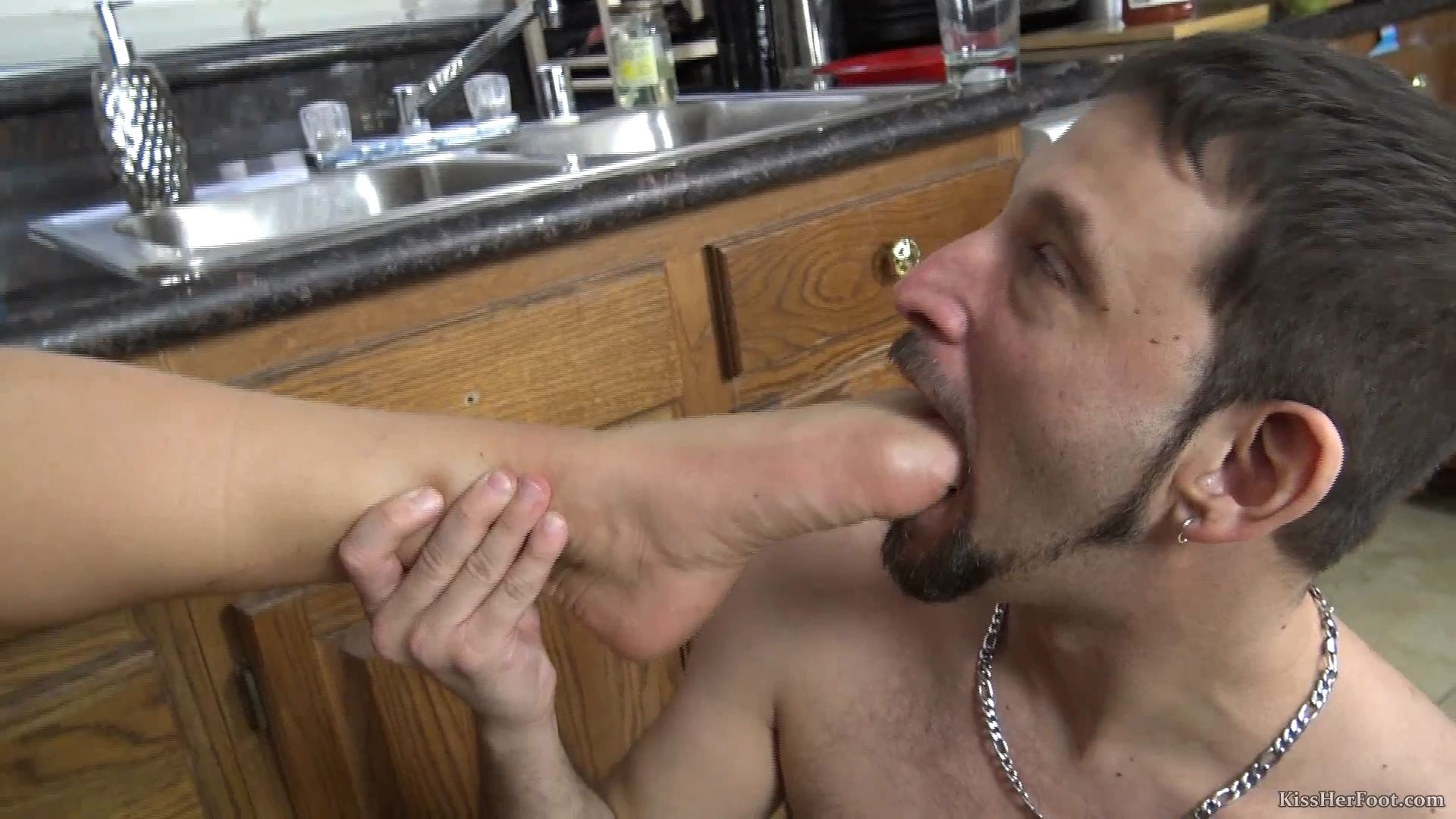 Tattooed Goddess Austin is supervising her boy cleaning the kitchen - KISSHERFOOT - FULL HD/1080p/MP4