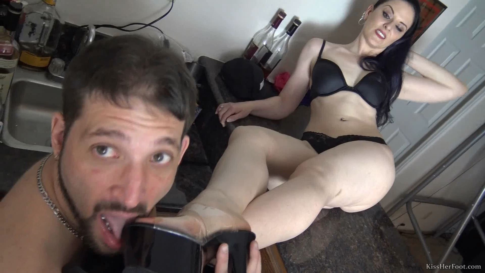 Caroline Pierce has this pervert worship her well used stripper heels - KISSHERFOOT - FULL HD/1080p/MP4