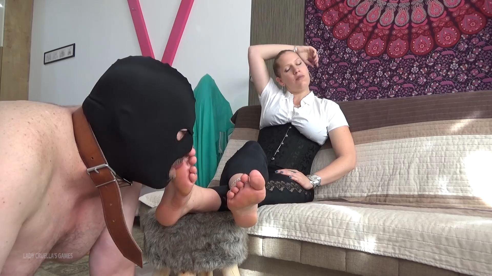 Lady Cruella In Scene: FEMDOM THERAPY - FOOT WORSHIP - LADY CRUELLAS GAMES - FULL HD/1080p/MP4