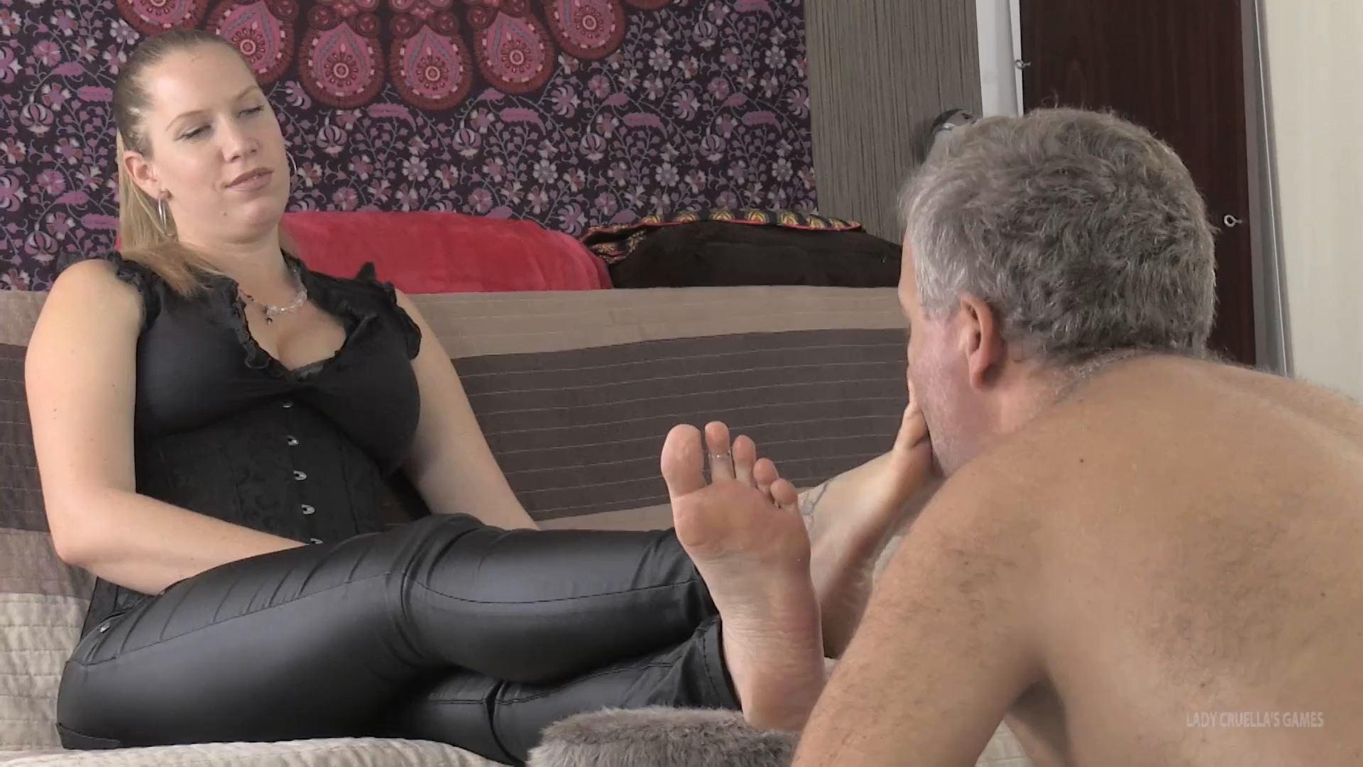 Lady Cruella In Scene: UNLUCKY STEPFATHER - LICK MY SOLES DADDY - LADY CRUELLAS GAMES - FULL HD/1080p/MP4