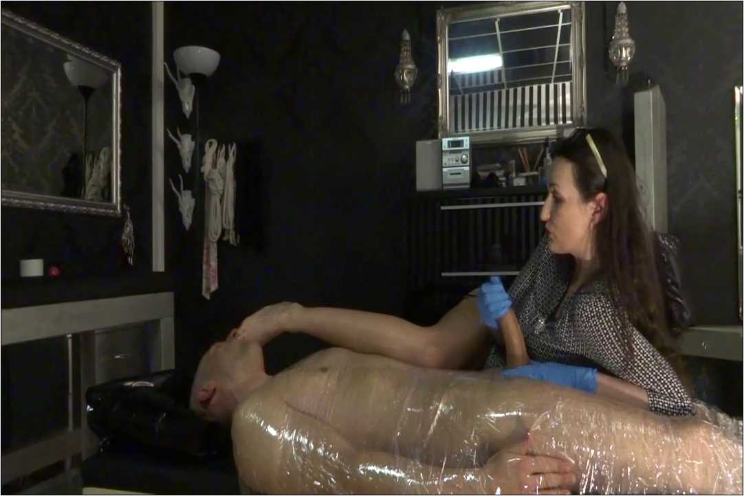 Lady Victoria Valente In Scene: Foot smelling questioning Part 2 - LADYVICTORIAVALENTE / REAL GERMAN MISTRESS - HD/720p/MP4