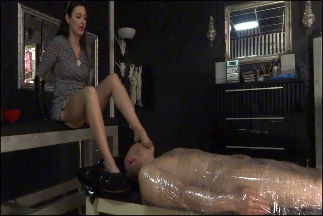 Lady Victoria Valente In Scene: Foot smelling questioning Part 1 - LADYVICTORIAVALENTE / REAL GERMAN MISTRESS - HD/720p/MP4