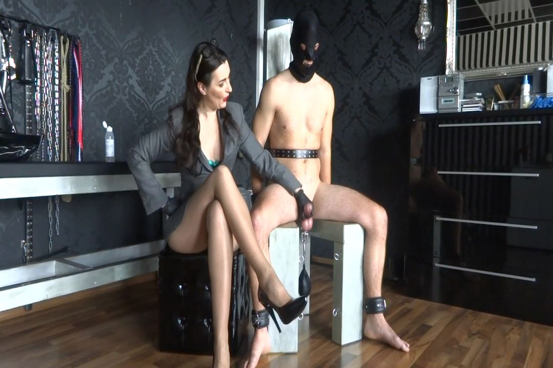 Lady Victoria Valente In Scene: Handjob Edging Game High jumping sperm - LADYVICTORIAVALENTE / REAL GERMAN MISTRESS - HD/720p/MP4