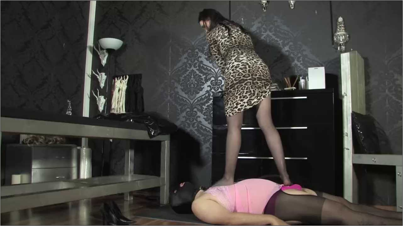 Lady Victoria Valente In Scene: Trampling The Bitchcarpet - LADYVICTORIAVALENTE / REAL GERMAN MISTRESS - HD/720p/MP4