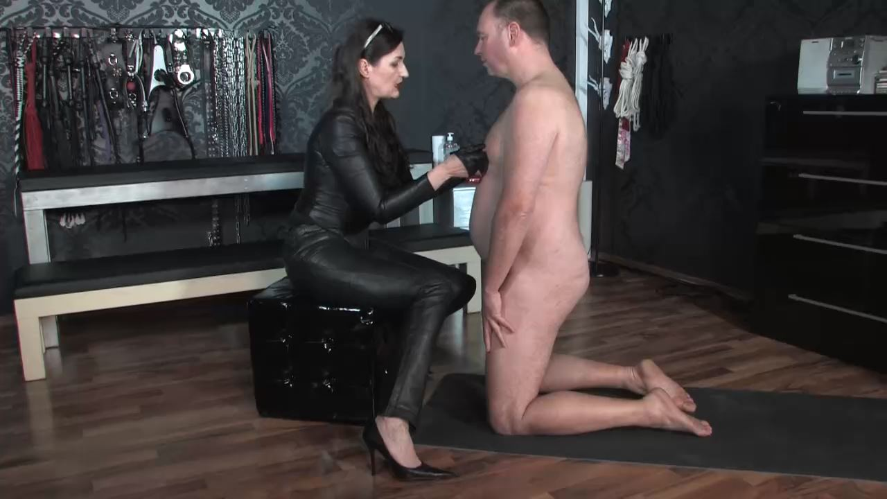 Lady Victoria Valente In Scene: Face slapping and nipple play - LADYVICTORIAVALENTE / REAL GERMAN MISTRESS - HD/720p/MP4