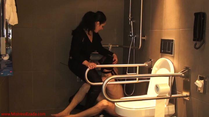Mistress Ezada Sinn In Scene: Slaves Head Belongs In The Toilet - MISTRESSEZADA - SD/404p/MP4
