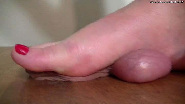Mistress Arletta In Scene: SMASHED & CRUSHED - A BALLS AND COCK TRAMPLE - SD/406p/MP4