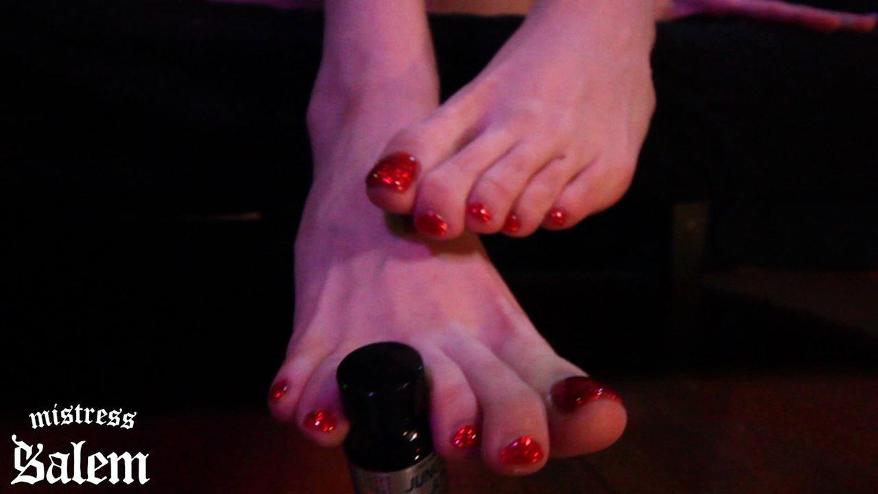 Mistress Salem In Scene: Beautiful Barefoot Challenge - MISTERSS SALEM - HD/720p/MP4