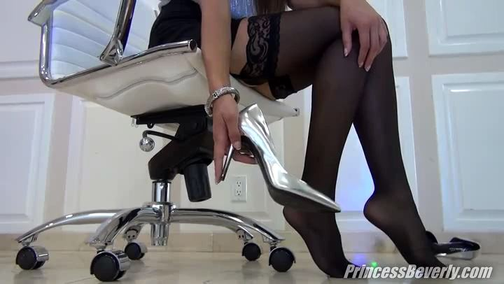 Princess Beverly In Scene: Demoted To Office Shoe Sniffer - THE MEAN GIRLS POV - SD/406p/MP4