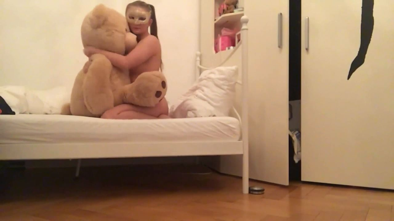 Kinky cat In Scene: Playing with her real toy BEAR - BIZARRE GODDESSES FROM ROMANIA - HD/720p/MP4