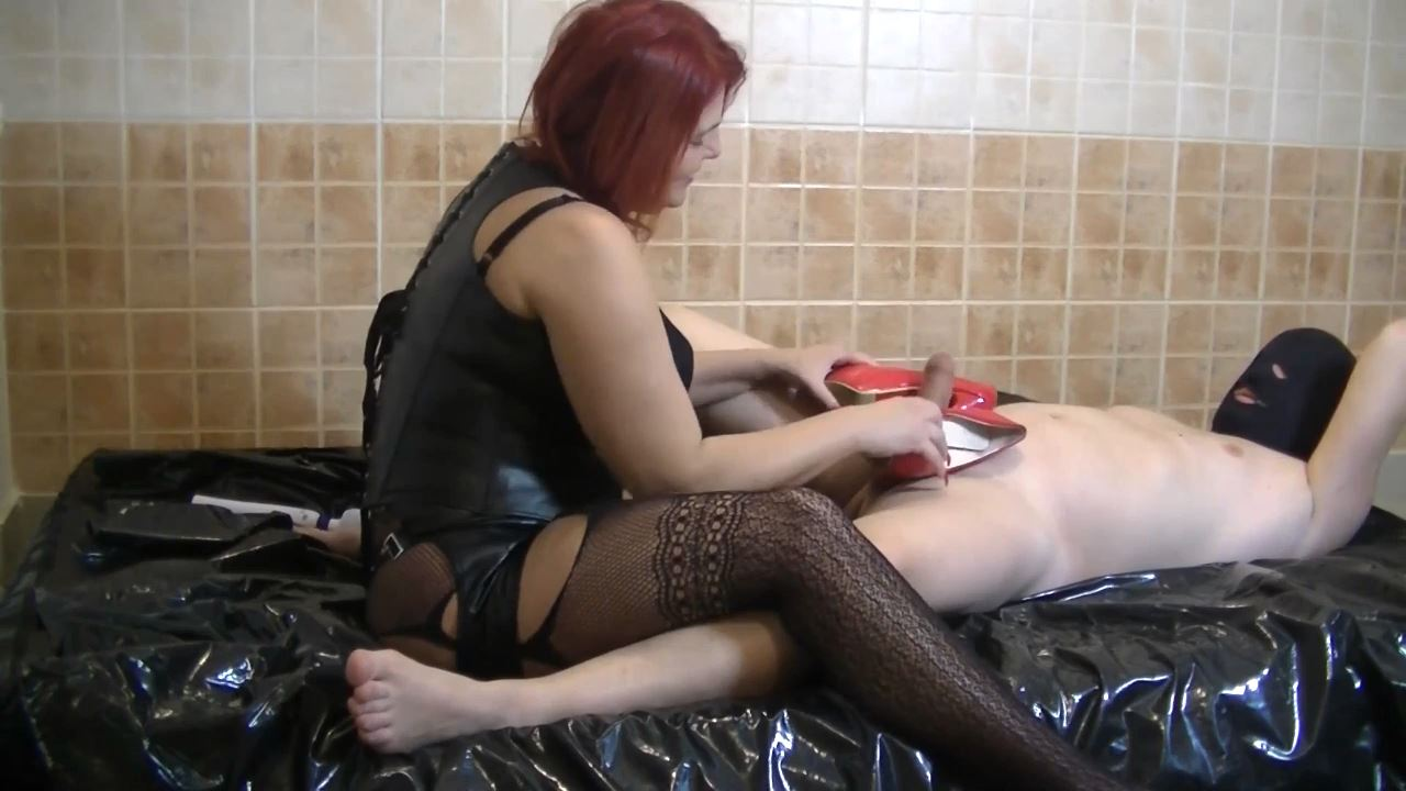 Goddess Andreea In Scene: Ass worshipping and pissing - BIZARRE GODDESSES FROM ROMANIA - HD/720p/MP4