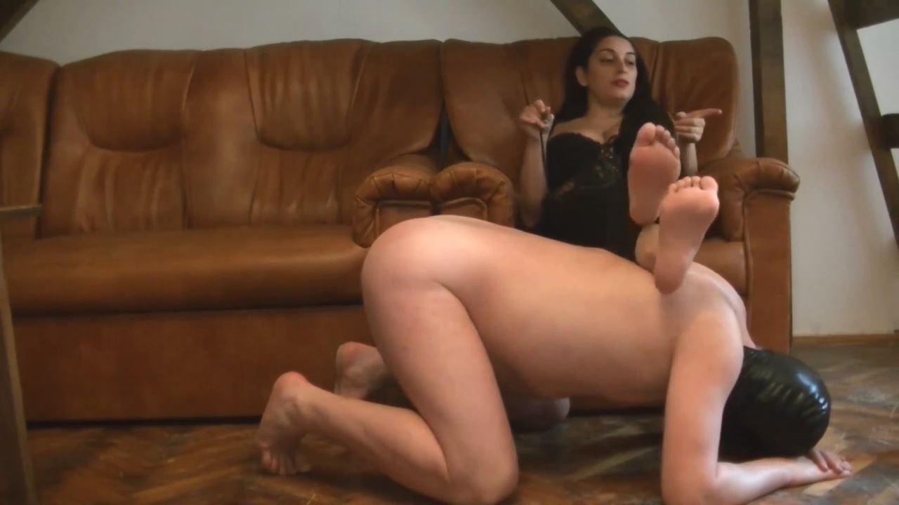 Mistress Roberta In Scene: Roberta put the chastity again for 6 months - BIZARRE GODDESSES FROM ROMANIA - HD/720p/MP4