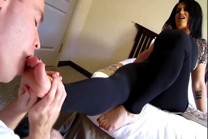 GODDESS SAMANTHA In Scene: SAMANTHA`S EAGER FOOT SLAVE PART 2 - CRUDELIS AMATOR BALLBUSTING FETISH - SD/480p/MP4