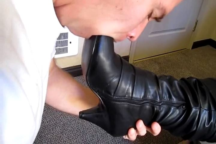 Busty Goddess Samantha In Scene: SAMANTHA`S EAGER FOOT SLAVE PART 1 - CRUDELIS AMATOR BALLBUSTING FETISH - SD/480p/MP4