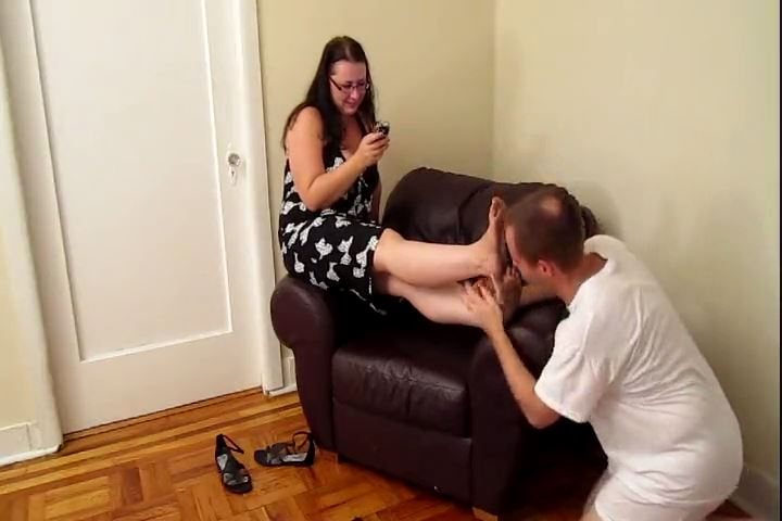 Worship Switch Lydia`s Notoriously Dirty Feet - CRUDELIS AMATOR BALLBUSTING FETISH - SD/480p/MP4