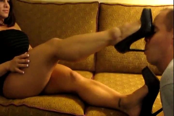 MzDevious In Scene: Clean My Heels & Sniff My Tiny Feet - CRUDELIS AMATOR BALLBUSTING FETISH - SD/480p/MP4