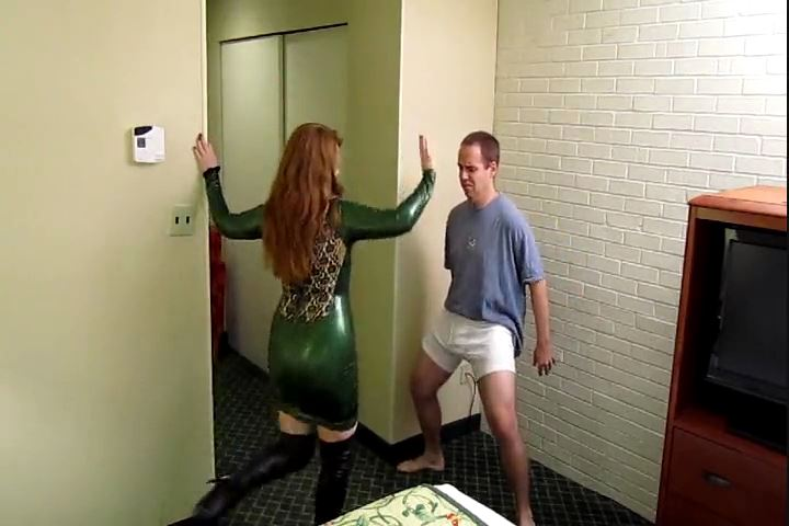 Mistress Katya In Scene: Latex, Boots, and Toe Kicks - CRUDELIS AMATOR BALLBUSTING FETISH - SD/480p/MP4