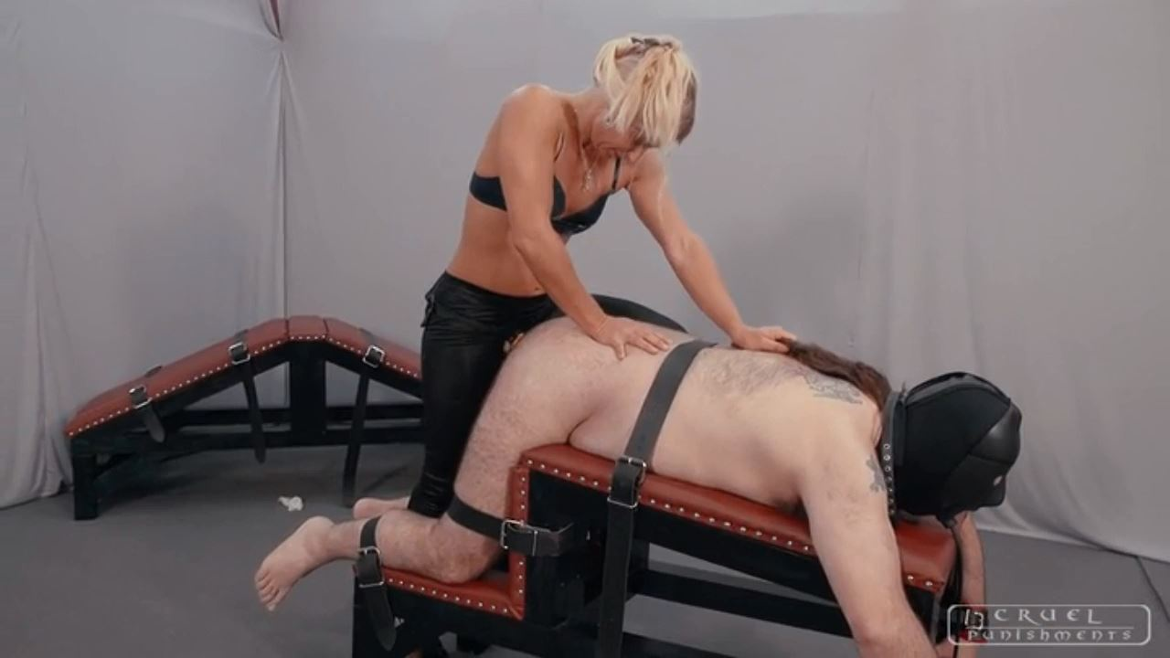 Lady Gwen In Scene: Lady Gwen's brutal slaps - CRUEL PUNISHMENTS - SEVERE FEMDOM - HD/720p/MP4