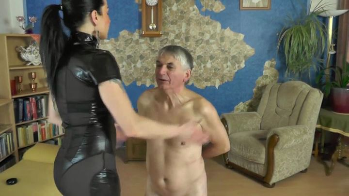 Senora El Combatiente In Scene: The Faceslapping Game - DEUTSCHE DOMINAS / GERMANY FEMDOM - SD/406p/MP4
