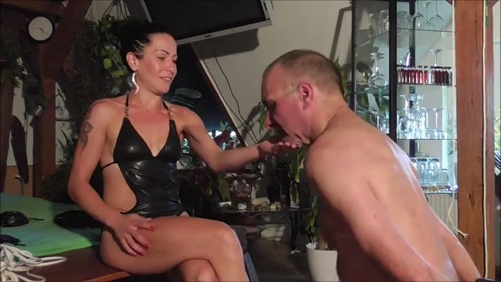Senora el Combatient In Scene: Over 100 slaps - DEUTSCHE DOMINAS / GERMANY FEMDOM - SD/406p/MP4