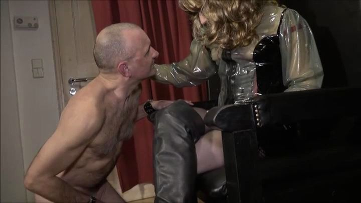 Lady Michelle In Scene: Before the Mistress Waxed and Licked - DEUTSCHE DOMINAS / GERMANY FEMDOM - SD/406p/MP4