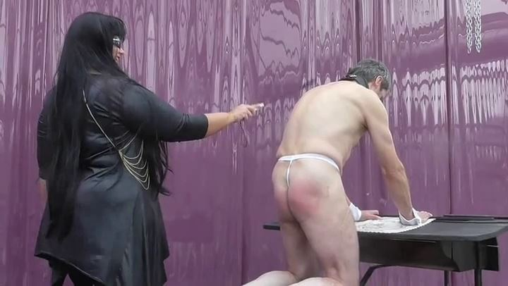 BBW Frau Madleen In Scene: Punishment with the device - DEUTSCHE DOMINAS / GERMANY FEMDOM - SD/406p/MP4