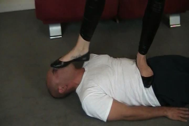 Miss Crash puts her human floors head right under her dirty heels - HEADUNDERHEELS - SD/480p/MP4