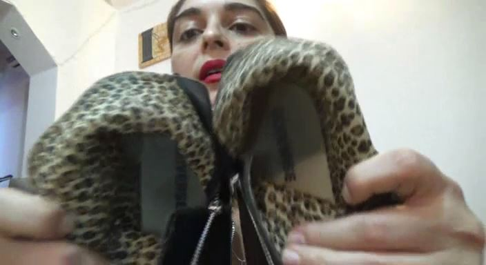 MISTRESS ROBERTA In Scene: My converse sneakers needs your tonguepov - HOUSE OF PAIN - LQ/384p/MP4