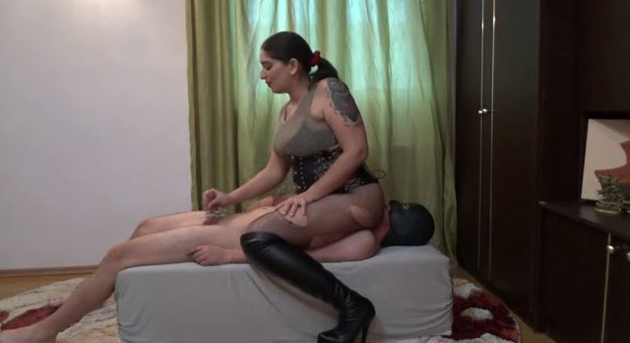 MISTRESS ROBERTA In Scene: New milking device - HOUSE OF PAIN - LQ/384p/MP4