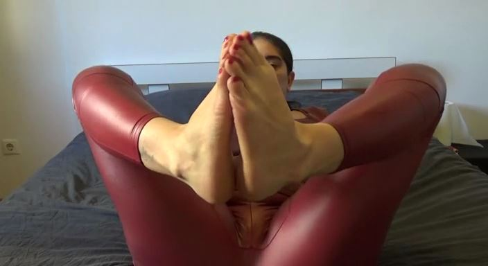 MISTRESS ROBERTA In Scene: Worship my soles and the red hot pedicurepov - HOUSE OF PAIN - LQ/384p/MP4