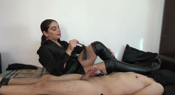 MISTRESS ROBERTA In Scene: Play with yourself while i will whip your nipples - HOUSE OF PAIN - LQ/384p/MP4