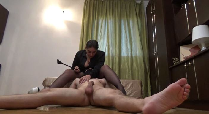 MISTRESS ROBERTA In Scene: Kiss the line of my pantyhose and worship my ass - HOUSE OF PAIN - LQ/384p/MP4