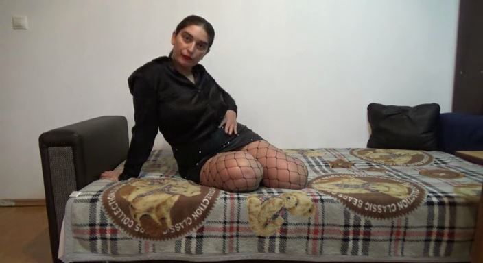 MISTRESS ROBERTA In Scene: Worship my net pantyhose and leather spiky skirt - HOUSE OF PAIN - LQ/384p/MP4