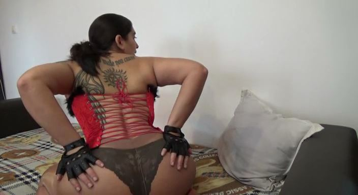 MISTRESS ROBERTA In Scene: Worship my corset, leather gloves and my perfect asspov - HOUSE OF PAIN - LQ/384p/MP4
