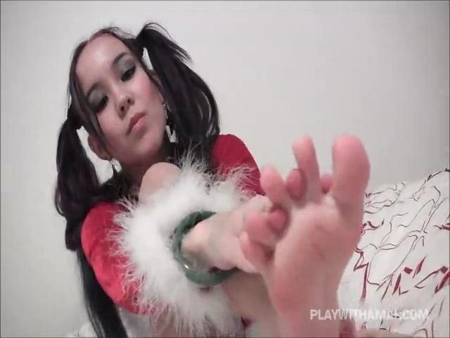 Princess Amai Liu In Scene: Rubbing my sexy soles - PLAY WITH AMAI / ILOVEAMAI - SD/480p/MP4