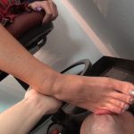 Slave is in his place under the soles of Starri's feet – KISSHERFOOT – FULL HD/1080p/MP4