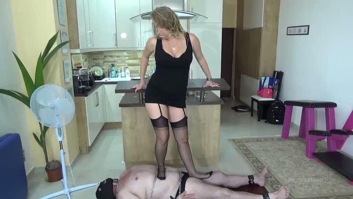 Lady Cruella In Scene: WOMAN AGENT - TRAMPLING - LADY CRUELLAS GAMES - SD/406p/MP4