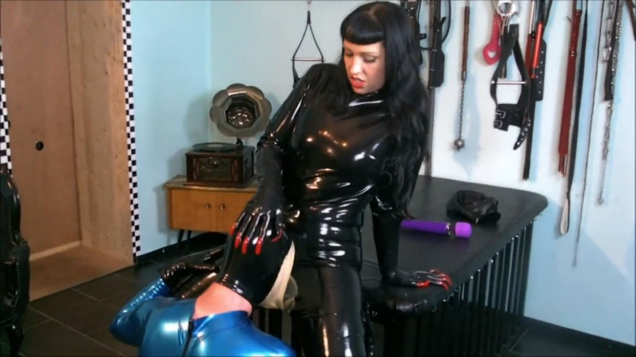 Lady Vampira In Scene: COME CLOSER 1/3. PUSSY CONTROL - PIN UP DOMINATION BY LADY VAMPIRA - HD/720p/MP4