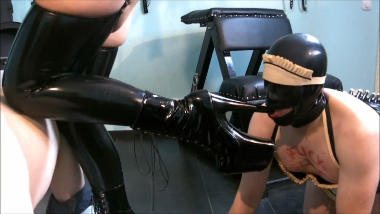 Lady Vampira In Scene: THE FORMING FOR LATEX. SLAVE BITCH 1/2 - PIN UP DOMINATION BY LADY VAMPIRA - HD/720p/MP4